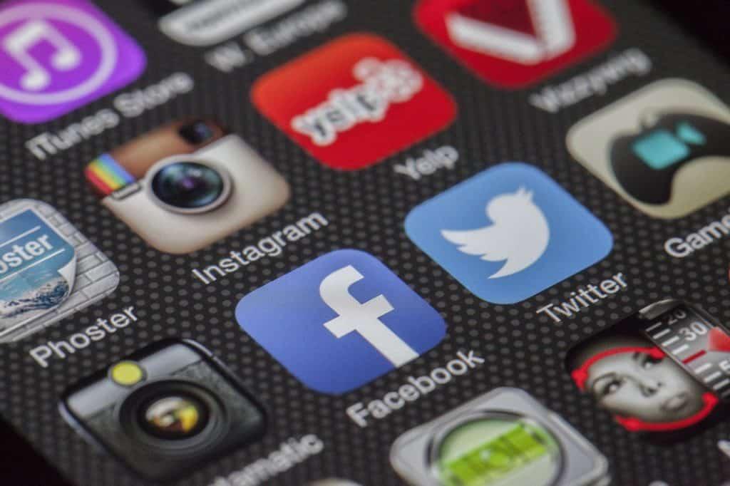 Healy sur les réseaux sociaux