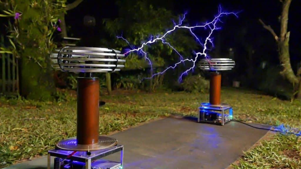 Explication : qu'est-ce qu'une bobine Tesla (coil) ?